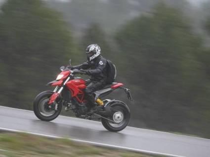 Vent fort: Comment rouler sous la tempête ? | Balade et voyage moto, coté pratique ! | Scoop.it