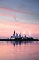 Sheikh Zayed Mosque in Abu Dhabi, United Arab Emirates | NPI Media Images | Amazing Rare Photographs | Scoop.it
