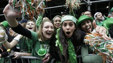 Landmarks go green for St. Patrick's Day as Dublin parties - U-T San Diego   Diverse Eireann-Festivals and Music   Scoop.it