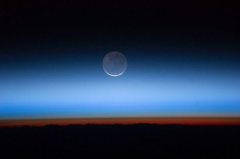 Earth 'Surrounded By Bacteria Bubble' - Huffington Post UK | Space | Scoop.it