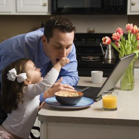 Dur équilibre entre travail et famille quand les parents travaillent - Le Parisien   Faits de société   Scoop.it
