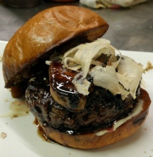 Reviewing Umami's $65 M.N.O. Burger | What Does a $65 Burger Taste Like? | Scoop.it