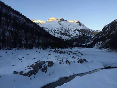 Lever de soleil sur la crête des Alharisses et le cylindre d'Estaragne - Refuge d'Orédon | Vallée d'Aure - Pyrénées | Scoop.it