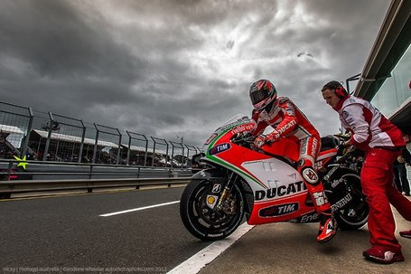 Andrew Wheeler's photo of Nicky Hayden | Automotophoto | Facebook | Desmopro News | Scoop.it
