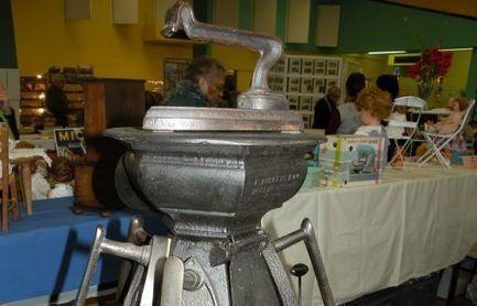 Les collectionneurs excitent les curieux - Charente Libre   Meubles de style ancien   Scoop.it
