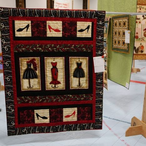 Hundreds of quilts: as wall art, table coverings and, yes, bed coverings - Buffalo News | Art Quilts | Scoop.it
