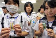 [Eng] Fukushima distribue des dosimètres aux femmes enceintes et enfants | asahi.com | Japon : séisme, tsunami & conséquences | Scoop.it