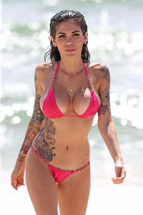 """CAMI LI"" Showing off her Tattooed body in Bikini | MCC Panel- Motor Control Center | Scoop.it"