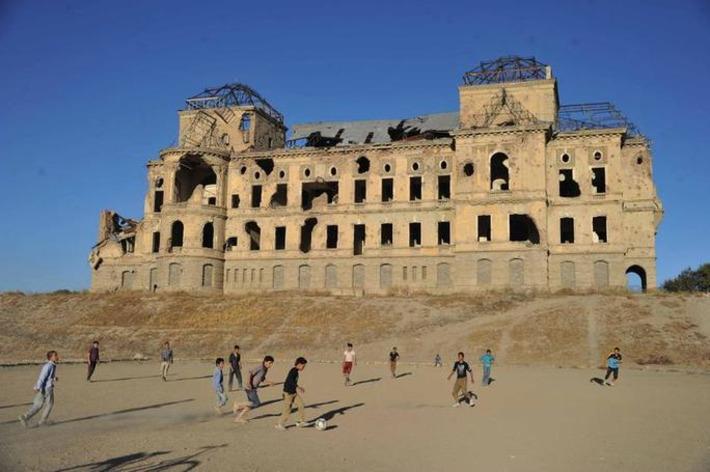 L'Afghanistan restaure son palais royal ravagé par la guerre | Le Figaro | Asie | Scoop.it