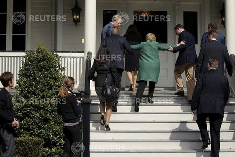 PHOTO: Multiple staffers help unstable Hillary up stairs - The American Mirror | United States Politics | Scoop.it