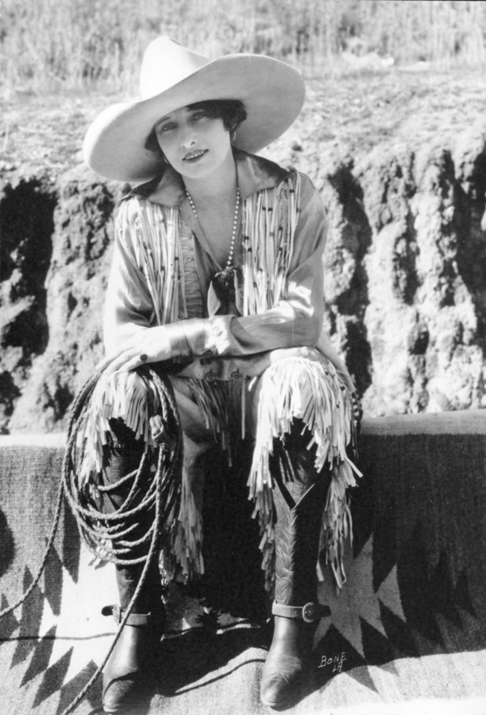 Vera Mcginnis, bronc rider, was the first woman in rodeo to wear pants like the men | Herstory | Scoop.it