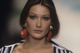 Carla Bruni-Sarkozy on Music, Fashion and Life After Politics - Women's Wear Daily   Shoes passion   Scoop.it