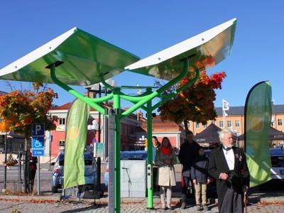 Cute Solar Charging Canopies Tilt Toward Sun | Renewable Energies | Scoop.it