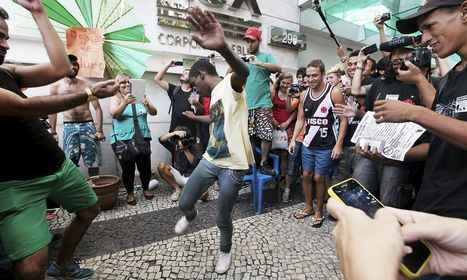 Brazilian flashmob forces upmarket shopping mall to close | Listening and Reading source for ESL classes | Scoop.it