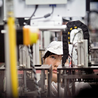 Apple and the Trend of Reshoring Manufacturing Jobs | MIT Technology Review | Manufacturing In the USA Today | Scoop.it