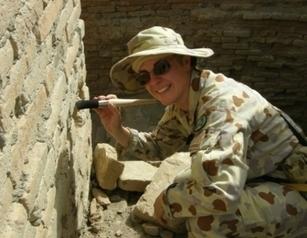 η αρχαιολόγος με τα άρβυλα, το ντουφέκι και τον Σαίξπηρ... απο το Αφγανιστάν στη Λήμνο | travelling 2 Greece | Scoop.it