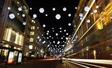 UK shoppers to spend 1.4 billion pounds more this Christmas - report - Reuters UK | managing supplies in the phillipines | Scoop.it