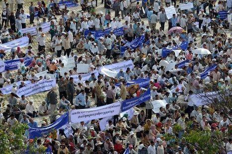 Au Cambodge, 10 000 manifestants contre la négation des crimes des Khmers rouges | Cambodge & Krama | Scoop.it