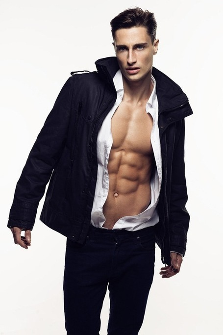 MALE`S PHOTO`S: JHONNY MARCONDES BY WONG SIM | THEHUNKFORM.COM NEWS SCOOP.IT | Scoop.it