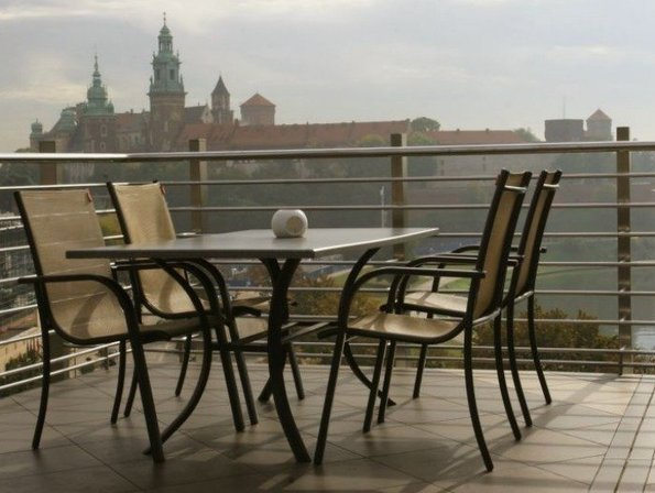 A Guide to Your Night Out : 7 Nights in Krakow, Poland