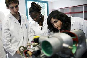 L'industrie n'enthousiasme guère les lycéens des filières scientifiques et technologiques | Egalité hommes-femmes | Scoop.it