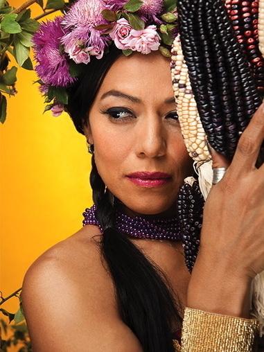 MANO A MANO : YOLOXOCHITL AWARD TO LILA DOWNS | Español en Nueva York | Scoop.it