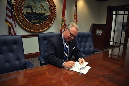 Bob Buckhorn proudly signs new ordinances cracking down on the homeless in Tampa   BloodandButter   Scoop.it