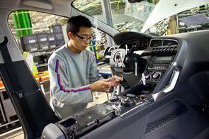 Et si l'automobile devenait une plateforme de services pour sa survie industrielle ?   Sustainable imagination   Scoop.it
