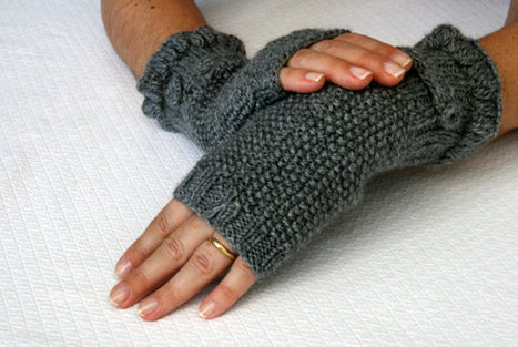 Grey Mittens, with a Button Detail ,gloves | ✿ The Box of Magic ✿ | Scoop.it
