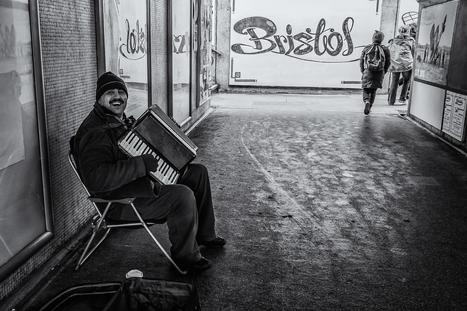 Street Performer in the Bear Pit, Bristol | Fujifilm X-Series | Scoop.it