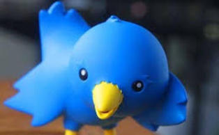 "Twitter Rolls Out Free ""Pinned Tweets"" to Select Personal Accounts 