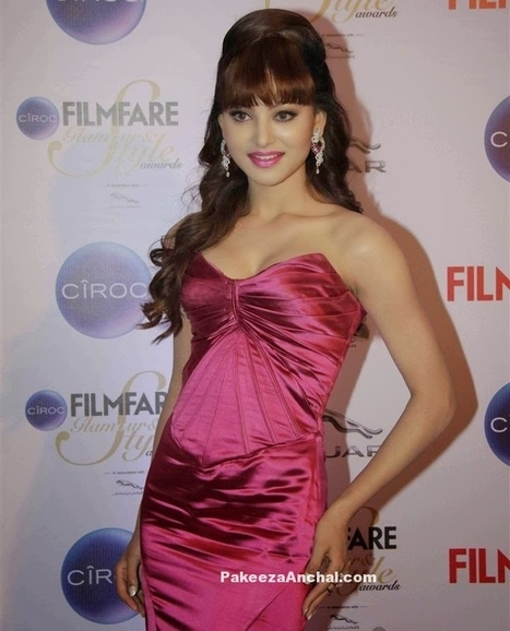 Urvashi Rautela Off Shoulders Strapless Gown at Mirchi Music Awards 2015 | Indian Fashion Updates | Scoop.it