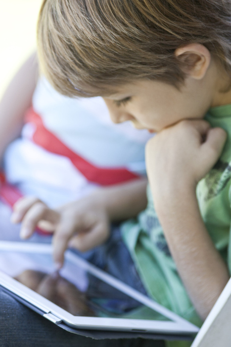What You Need to Know Before Letting Your Kids Read E-Books   EduKindle   Scoop.it