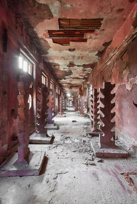 Trespassing into Forgotten Places | Urban Decay Photography | Scoop.it