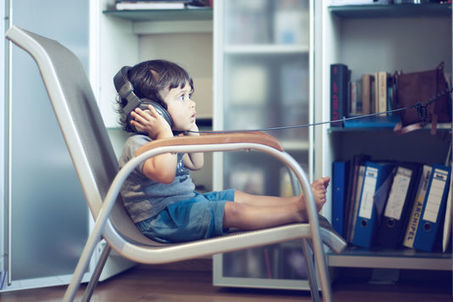 Près d'un enfant sur dix de moins de 2 ans s'endort avec des écouteurs | Conseils médicaux | Scoop.it