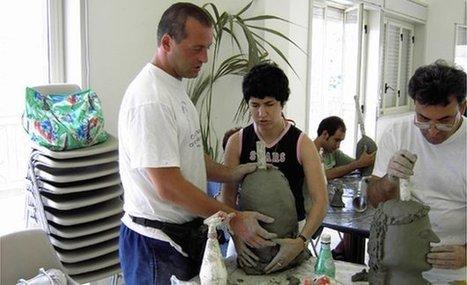 The blind sculptor who carves by touch | Dövblind och Syn och Språk | Scoop.it