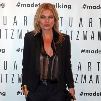 Kate Moss seins nus sous son chemisier à la Fashion Week de Milan | Les petits hauts de la mode | Scoop.it