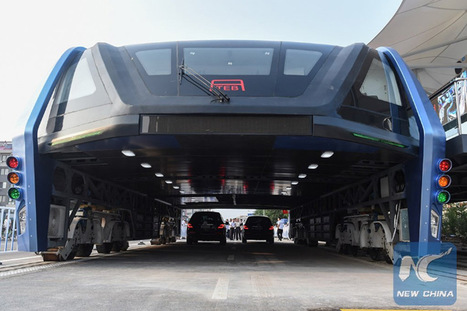 Huge Chinese road-straddling elevated bus carries first passengers | Community Village Daily | Scoop.it
