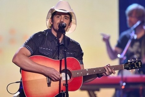 Brad Paisley Tour Stage Is Complete With Full Bar and Video Games | Country Music Today | Scoop.it