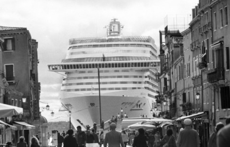 Censuré, un photographe dévoile Venise engloutie sous le tourisme de masse   Ca m'interpelle...   Scoop.it