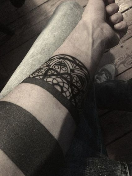 Black Arm Tattoo | Minimal Tattoos | Ink Me! | Scoop.it