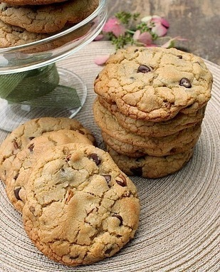 Bunny's Warm Oven: Bakery Style Chocolate Chip and Pecan Cookies | Bunny's Warm Oven | Scoop.it