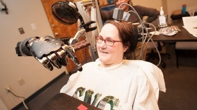 Paralyzed Mom Controls Robotic Arm Using Her Thoughts | READ WHAT I READ | Scoop.it