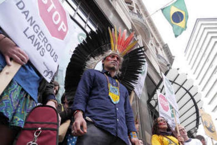 Une manifestation mondiale exige le respect des droits indigènes au Brésil   Survival International   Amériques   Scoop.it