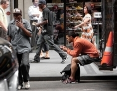 We've Modified Our Behavior So We Can Text and Walk | Espacios Multiactorales | Scoop.it