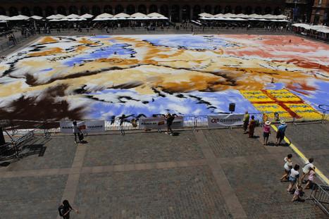 Une fresque géante place du Capitole pour fêter l'Occitanie | Toulouse La Ville Rose | Scoop.it