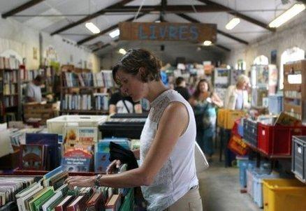 Angoulême: la librairie Emmaüs fait le bonheur des lecteurs | Made in IJBA | Scoop.it
