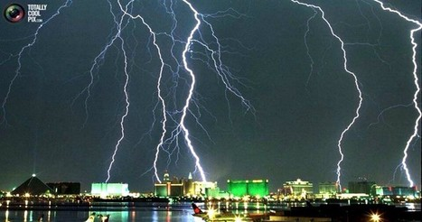 Lightning strikes captured in spectacular views over Las Vegas with severe storm | Chris' Regional Geography | Scoop.it