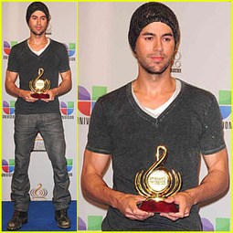 Enrique Iglesias: Pop Male Artist of the Year! | The Hollywood Story | Spanish | Scoop.it