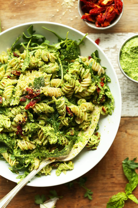 Pea Pesto Pasta with Sun-Dried Tomatoes & Arugula (Vegan + GF) - Minimalist Baker | Plant Based Transitions | Scoop.it